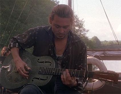 ギターを弾くルー
