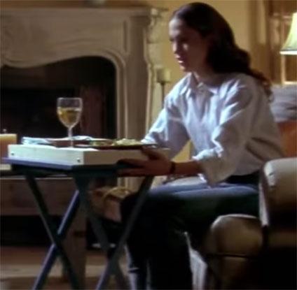 食事をするメアリー