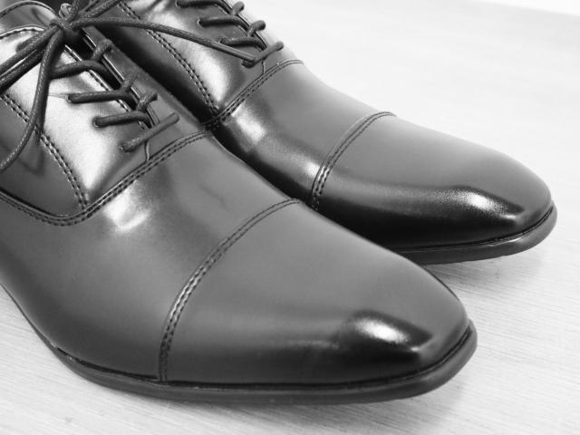 磨いてぴかぴかの紳士靴