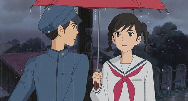 傘を差し出す海